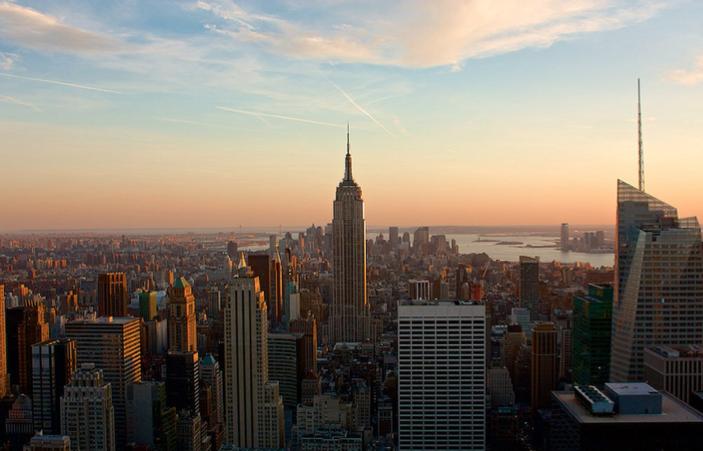 Jolie vue de new york couche de soleil
